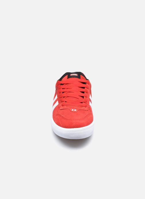 Baskets Globe Encore 2 C Rouge vue portées chaussures