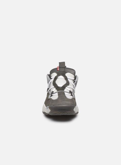 Baskets Globe Option Evo C Gris vue portées chaussures