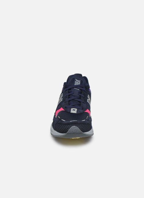 Sneakers New Balance MSXRC Azzurro modello indossato
