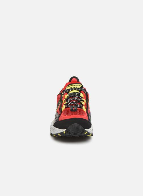 Baskets New Balance ML801 Rouge vue portées chaussures