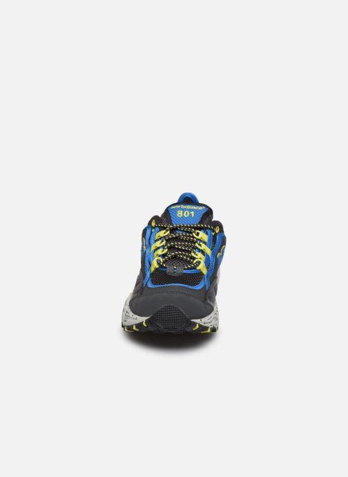 Sneakers New Balance ML801 Grigio modello indossato