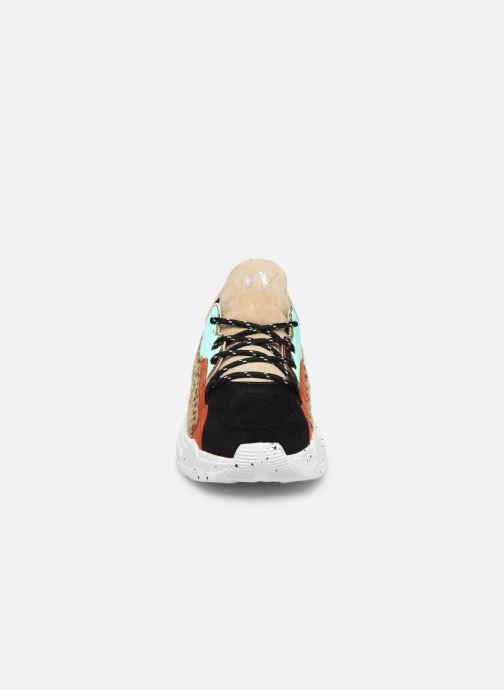 Sneakers Vanessa Wu BK2050 Beige modello indossato