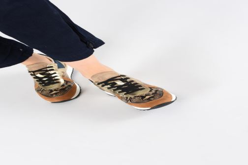 Sneaker Vanessa Wu BK1999 beige ansicht von unten / tasche getragen