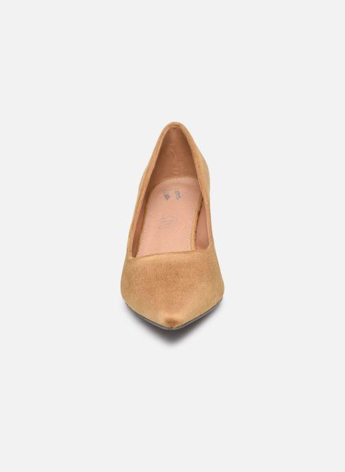 High heels Vanessa Wu EC2046 Brown model view