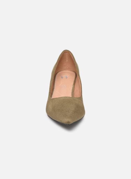 Zapatos de tacón Vanessa Wu EC2046 Verde vista del modelo