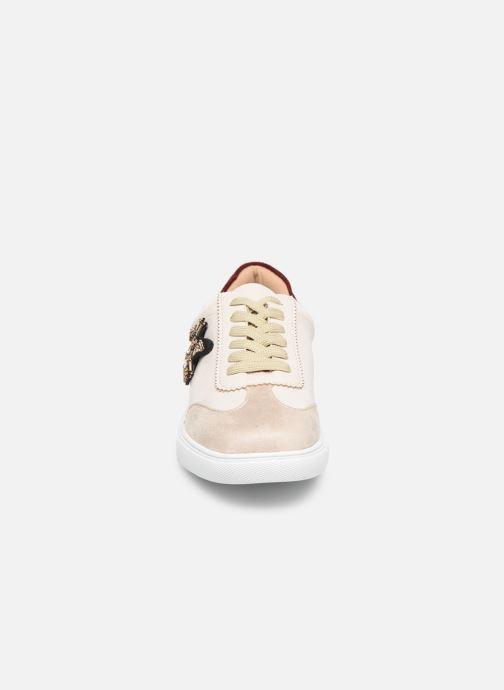 Sneaker Vanessa Wu BK2013 weiß schuhe getragen