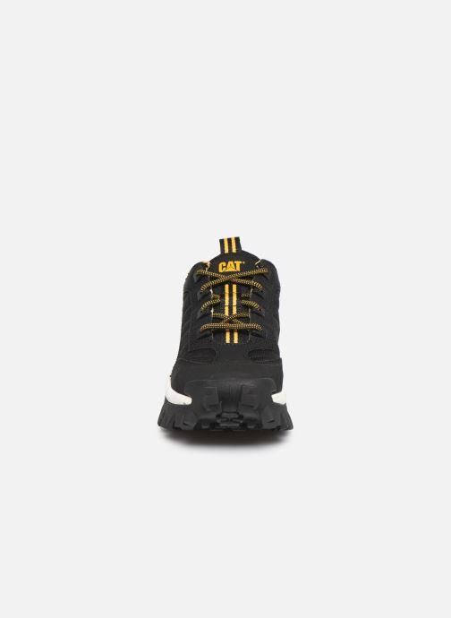 Sneakers Caterpillar Intruder M Nero modello indossato