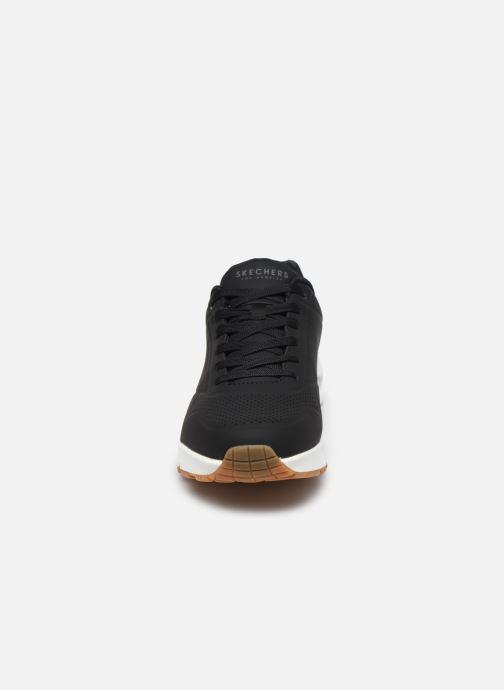 Chaussures de sport Skechers Uno Stand On Air Noir vue portées chaussures