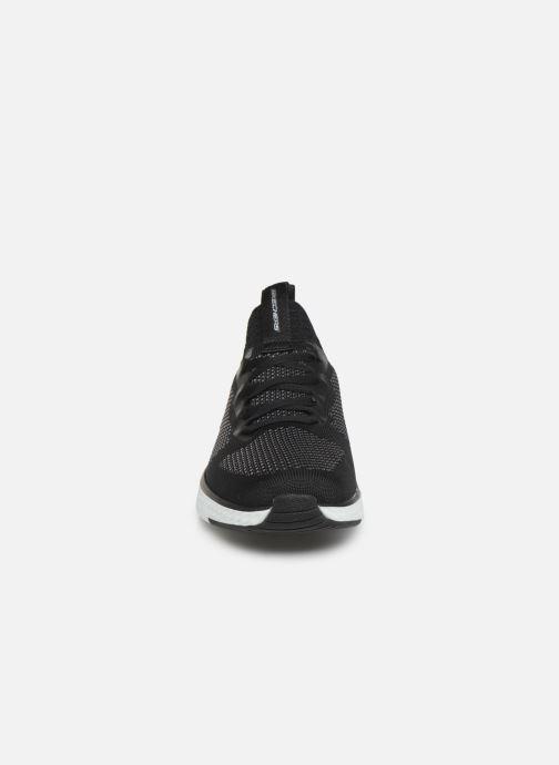 Scarpe sportive Skechers Solar Fuse Nero modello indossato