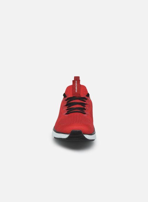 Chaussures de sport Skechers Solar Fuse Rouge vue portées chaussures