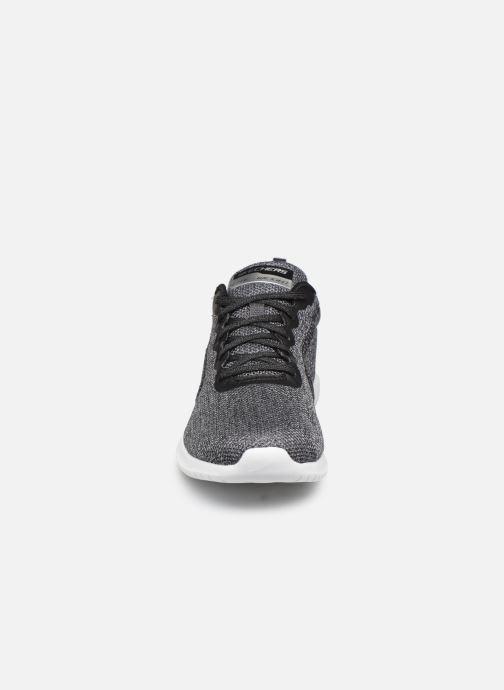 Chaussures de sport Skechers Ultra Flex Simply Free Noir vue portées chaussures