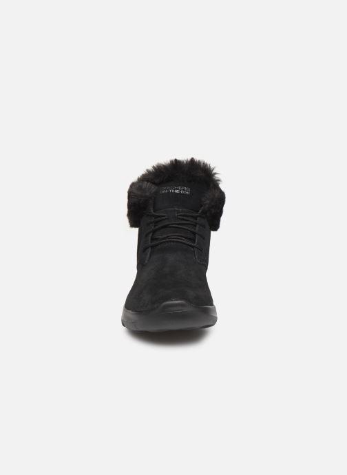 Sneakers Skechers On-The-Go Joy Lush Sort se skoene på