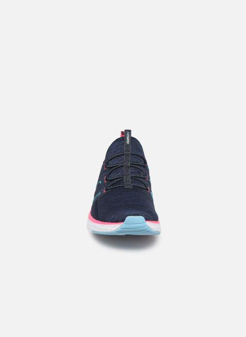 Chaussures de sport Skechers Solar Fuse Electric Pulse Bleu vue portées chaussures