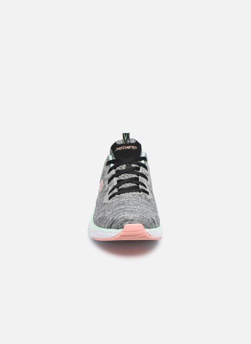 Chaussures de sport Skechers Solar Fuse Brisk Escape Gris vue portées chaussures