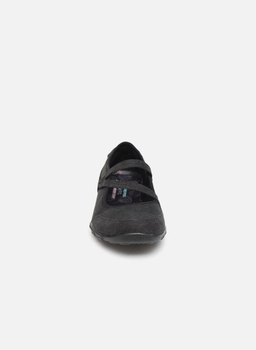 Bailarinas Skechers Breathe-Easy Feel Nice Negro vista del modelo