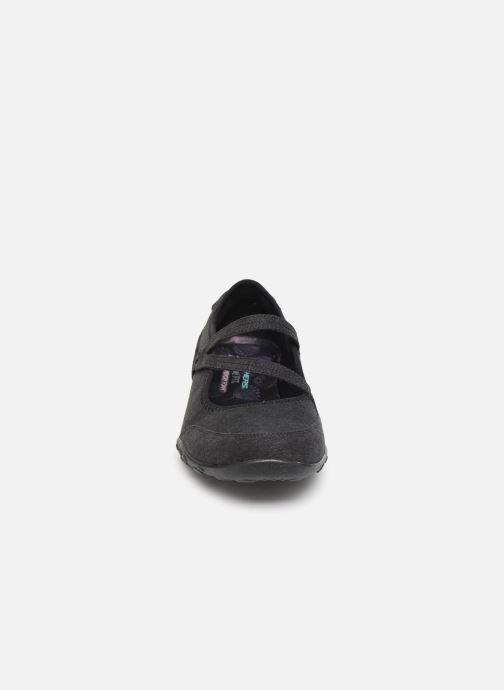 Ballerines Skechers Breathe-Easy Feel Nice Noir vue portées chaussures