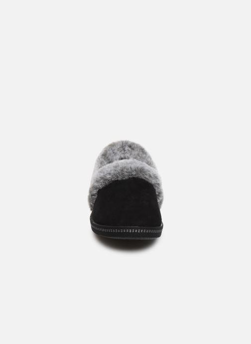 Chaussons Skechers Cozy Campfire Noir vue portées chaussures