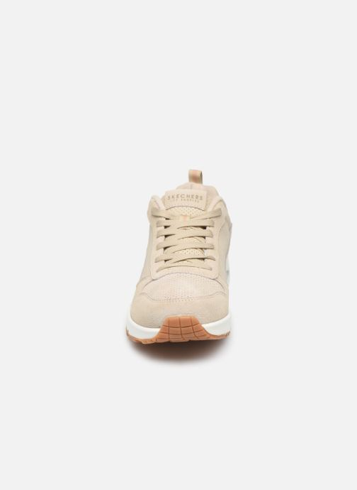 Baskets Skechers Uno Two For The Show Beige vue portées chaussures