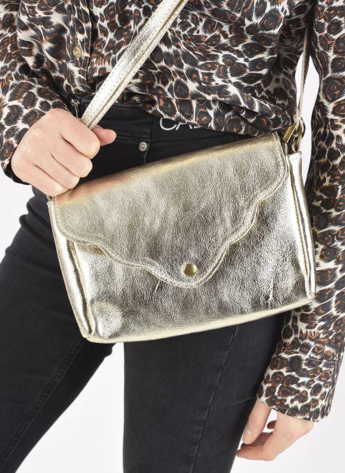 Handtaschen Georgia Rose Mifesta Leather gold/bronze ansicht von unten / tasche getragen