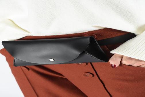 Petite Maroquinerie Georgia Rose Nhasa Leather Banane Noir vue bas / vue portée sac