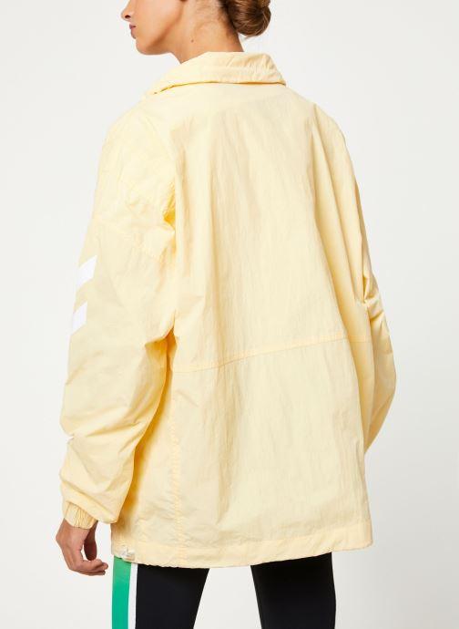 Vêtements Hummel Hmlcalista Half Zip Jacket Jaune vue portées chaussures