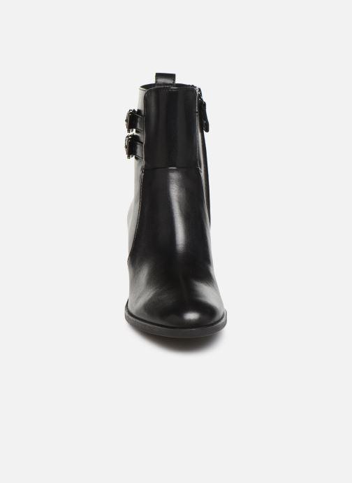 Bottines et boots Geox DGLYNNA Noir vue portées chaussures