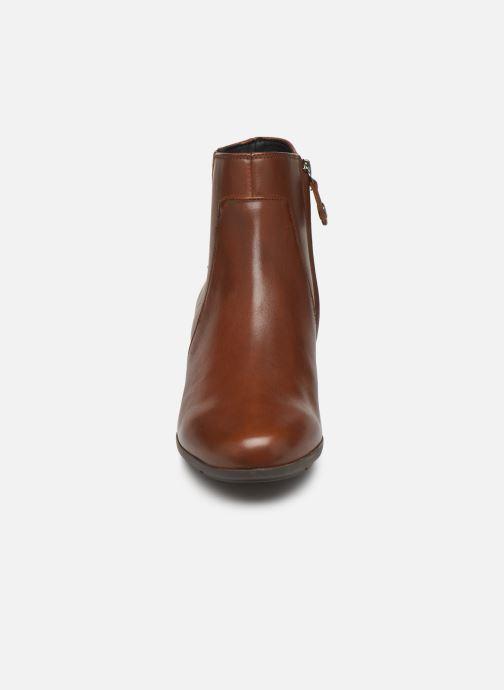 Bottines et boots Geox DNEWANNYAMID Marron vue portées chaussures