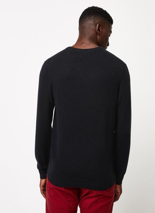 Vêtements Gant Superfine Lambswool V-Neck Noir vue portées chaussures