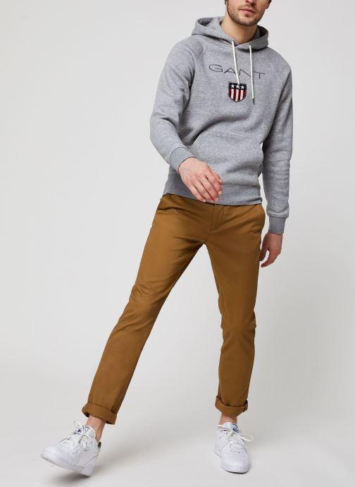 Vêtements GANT Gant Shield Hoodie Gris vue bas / vue portée sac