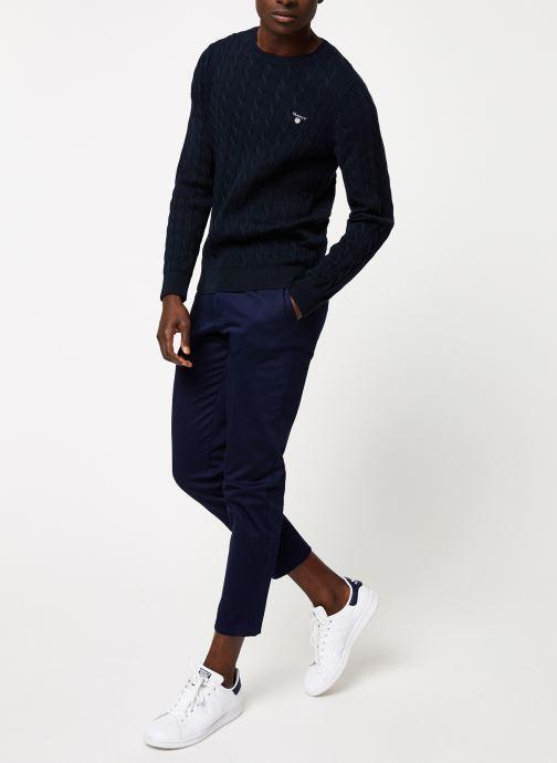 Vêtements GANT Cotton Cable Crew Bleu vue bas / vue portée sac
