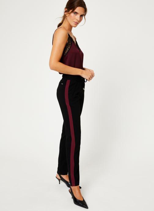 Vêtements IKKS Women Pantalon Crepe Satin BP22025 Noir vue bas / vue portée sac