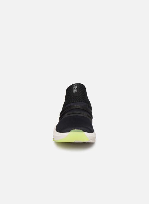 Baskets Skechers Element Ultra M Noir vue portées chaussures