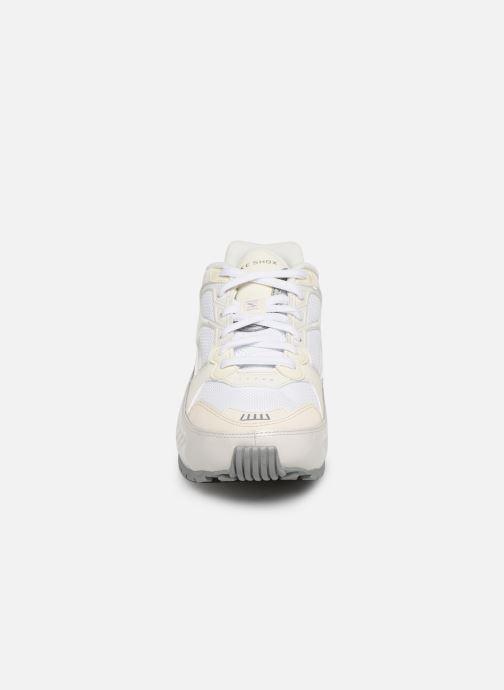 Baskets Nike W Nike Shox Enigma Blanc vue portées chaussures