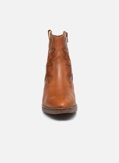 Bottines et boots MTNG Western Marron vue portées chaussures