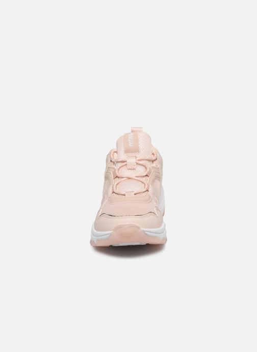 Sneakers MTNG Yoda Beige modello indossato
