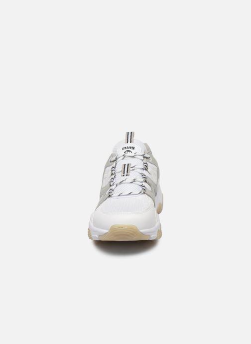Sneakers MTNG Mesh yt 0849 Bianco modello indossato