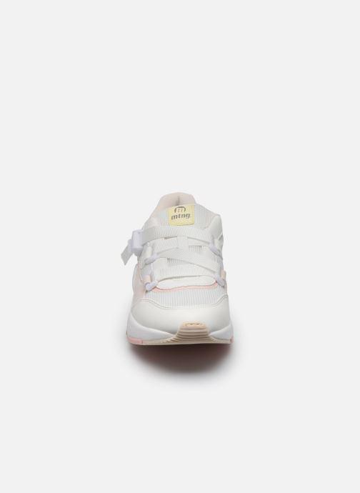 Sneakers MTNG Mesh yt 0692 Bianco modello indossato