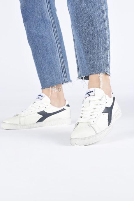 Sneaker Diadora Game L Low Waxed Wn weiß ansicht von unten / tasche getragen
