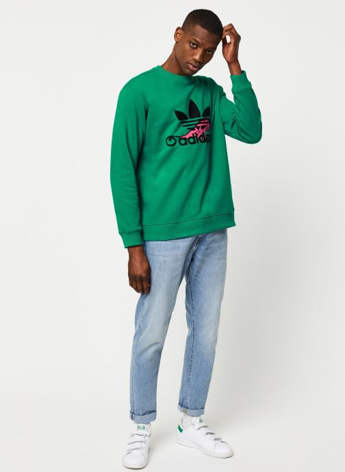 Vêtements adidas originals Sweatshirt Vert vue bas / vue portée sac