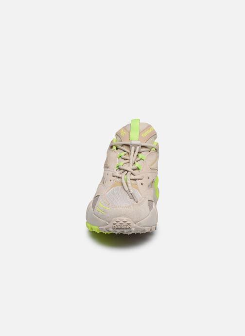 Baskets Reebok Aztrek Double Mix Trail Beige vue portées chaussures