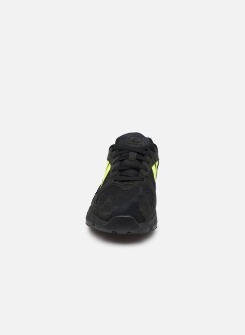 Deportivas adidas originals Yung-1 Trail Negro vista del modelo