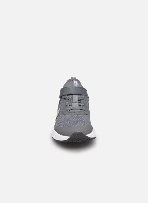 Deportivas Nike Nike Revolution 5 (Psv) Gris vista del modelo