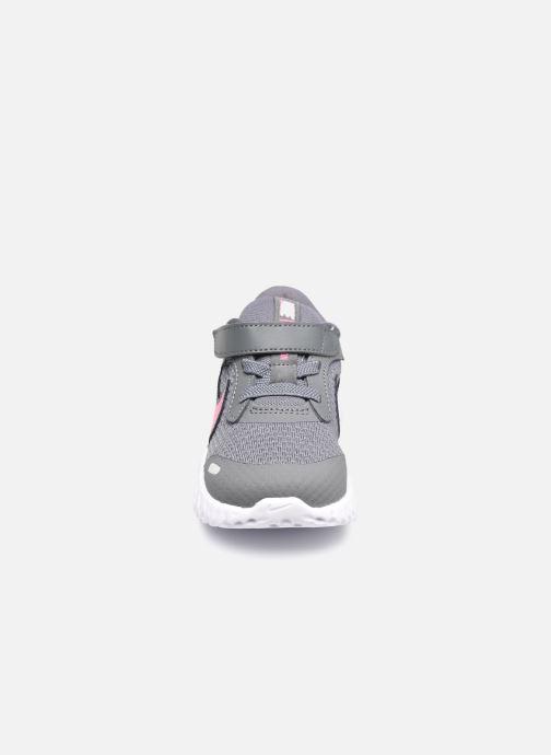 Sneaker Nike Nike Revolution 5 (Tdv) grau schuhe getragen