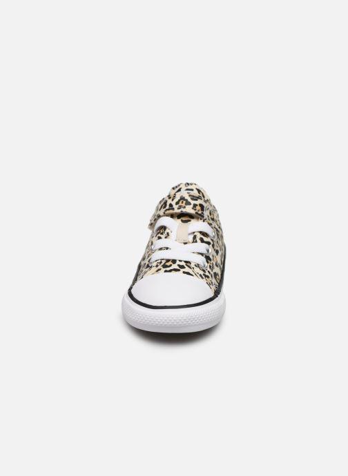Baskets Converse Chuck Taylor All Star 1V Archive Leopard Ox Blanc vue portées chaussures