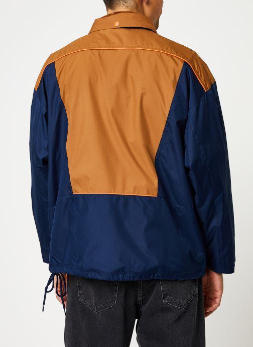 Vêtements Reebok Cl F Trail Jacket Bleu vue portées chaussures