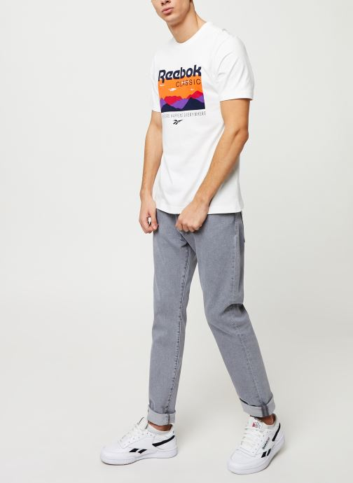 Vêtements Reebok Cl F Trail Graphic Tee Blanc vue bas / vue portée sac
