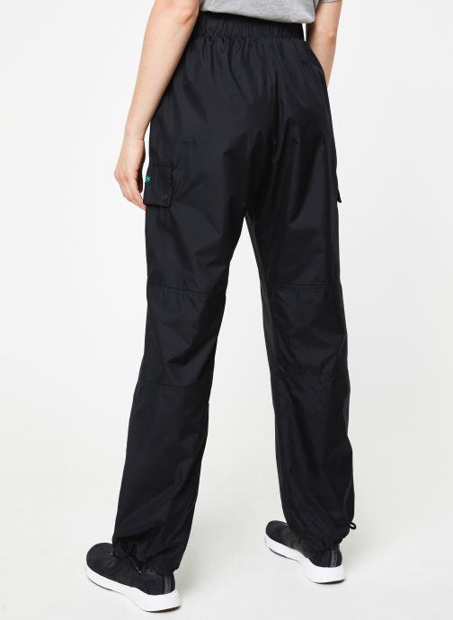 Vêtements Reebok Cl V Trail Trackpant Noir vue portées chaussures