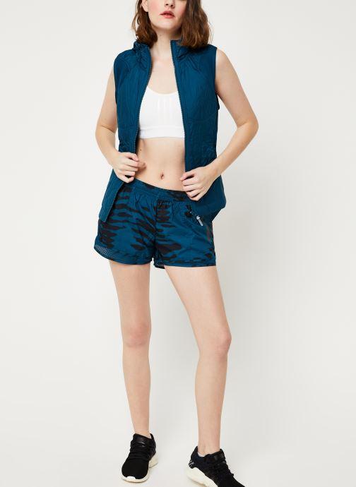 Vêtements adidas by Stella McCartney Run M20 Short Bleu vue bas / vue portée sac