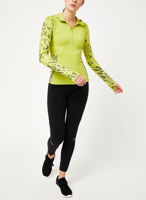 Vêtements adidas by Stella McCartney Run Longsleeve Vert vue bas / vue portée sac