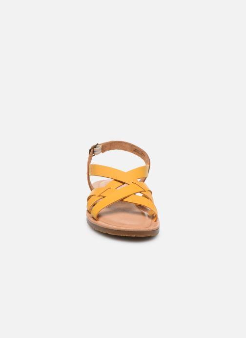 Sandali e scarpe aperte TBS BELLUCI Giallo modello indossato